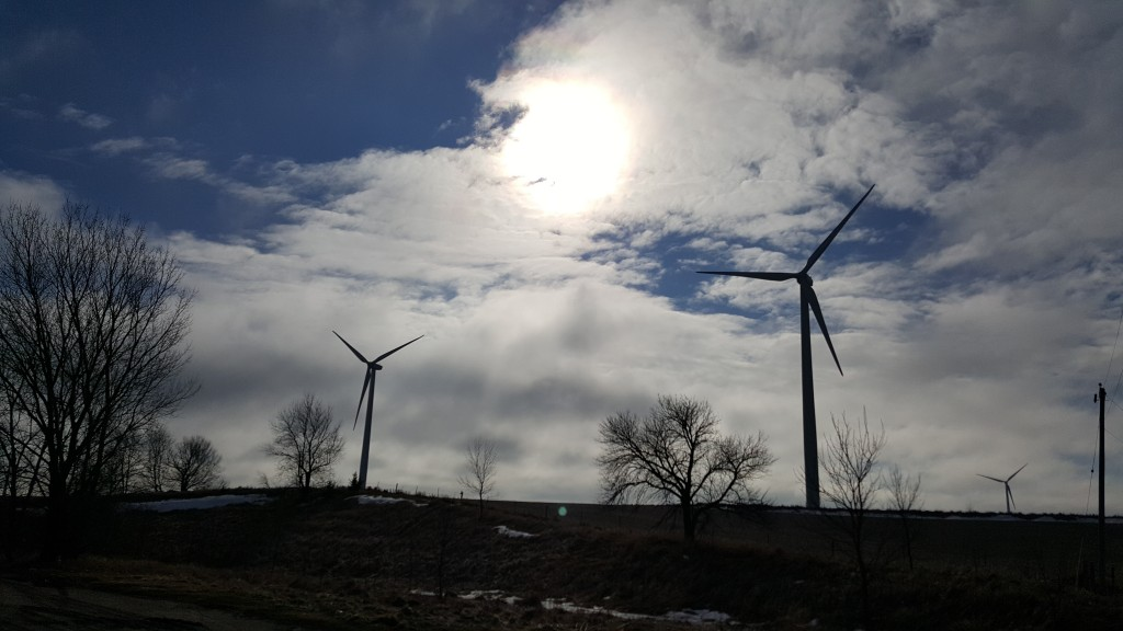 The first hundred or so times I drove Interstate 80 in western Iowa and Interstate 29 in northwest Missouri, farmers weren't harvesting the wind. On last weekend's trip, I saw more windmills than I could count while driving safely.
